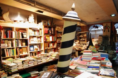 Storiedichi_Libreria_Acqua_Alta_Venezia_02
