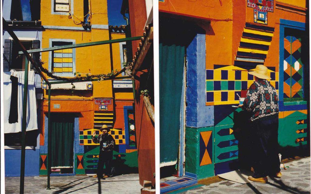 Bepi Suà tinge la sua casa di un nuovo colore. Foto per gentile concessione di Albertina Toselli, ne è vietata la riproduzione.